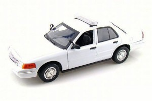 Ford Crown Victoria 2001 Motor Max 1:18