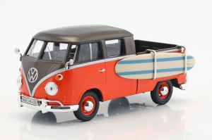 Volkswagen T1 Type 2 Pick-Up With Surfboard Motor Max 1:24