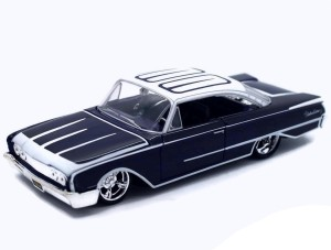 Ford Starliner 1960 Outlaws Maisto 1:26