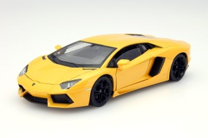 Lamborghini Aventador LP700-4 2011 Welly 1:24