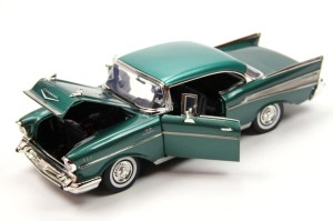 Chevrolet Bel Air Hard Top 1957 Motor Max 1:18