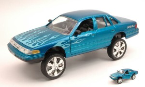 Ford Crown Victoria 1998 High Rider Motor Max 1:24